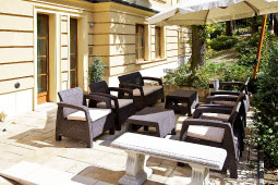 gold_hotel_budapest_main_terrace_best_255x170